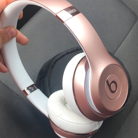 Beats solo 3 wireless headphones rose gold